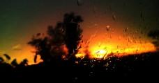 雨后窗外的夕阳