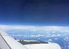 飞机上看天空