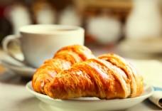 咖啡与牛角面包